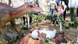 動く等身大の恐竜