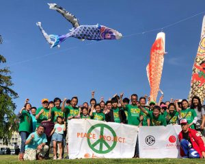 南相馬市子ども祭り2019、鯉のぼりの下での集合写真